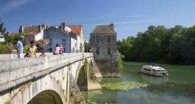 Barco Vision navegando en Borgoña