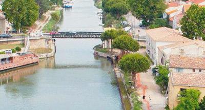 Puente y canal en Camarga