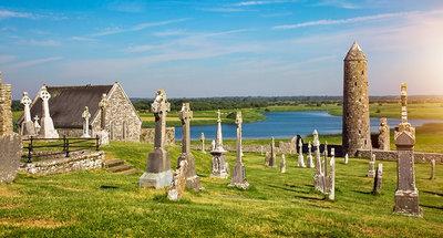 Ruinas del antiguo monasterio en Clonmacnoise