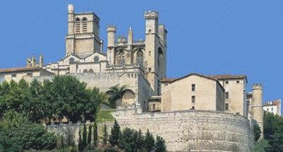 Catedral en una colina en el Canal du Midi