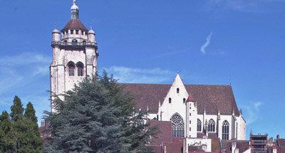 Iglesia con vistas a la ciudad, Borgoña