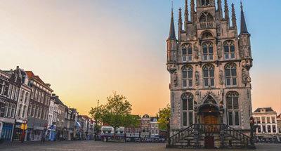 Plaza del mercado en Gouda, Países Bajos