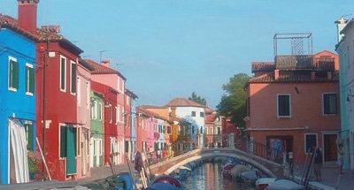 Casas coloridas a lo largo del canal en Venecia