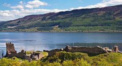Castillo Urquhart Castle a las orillas del Loch Ness