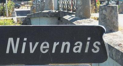 Letrero señalando el Nivernais en Borgoña