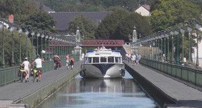 Vision pasando por el acueducto de Briare