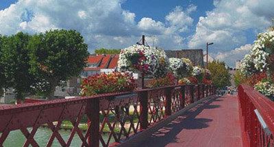 Puente de hierro forjado en Borgoña