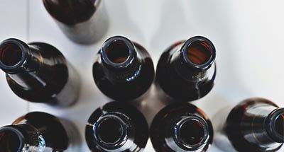 Botellas de cerveza vacías