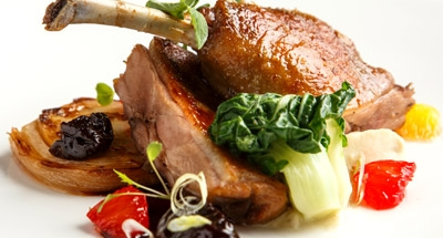 Confit de pato con salsa de ciruela