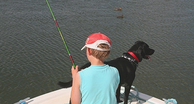 Pescar con su perro