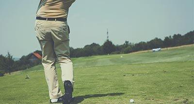 El swing de un golfista