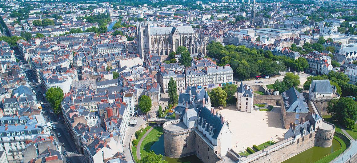 Vista aérea sobre Nantes, Bretaña