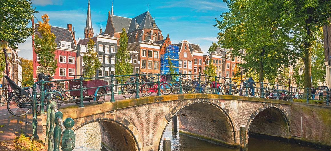 Puente y bicicletas, Ámsterdam