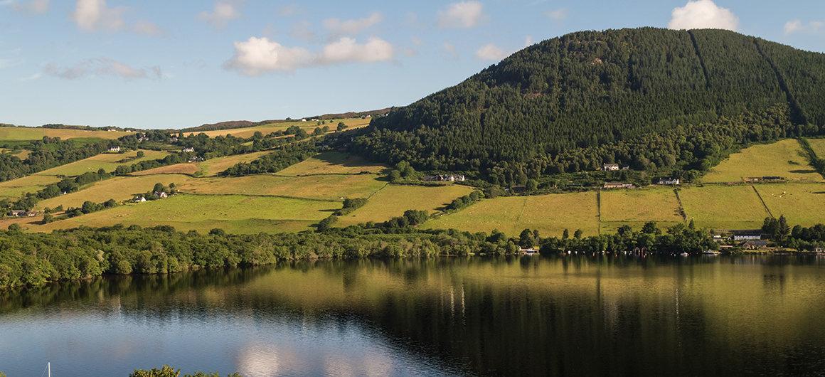 Las montañas y el Lago Ness, Escocia