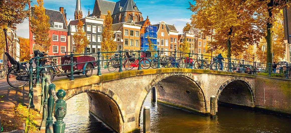 Puente sobre el canal, Ámsterdam, Países Bajos