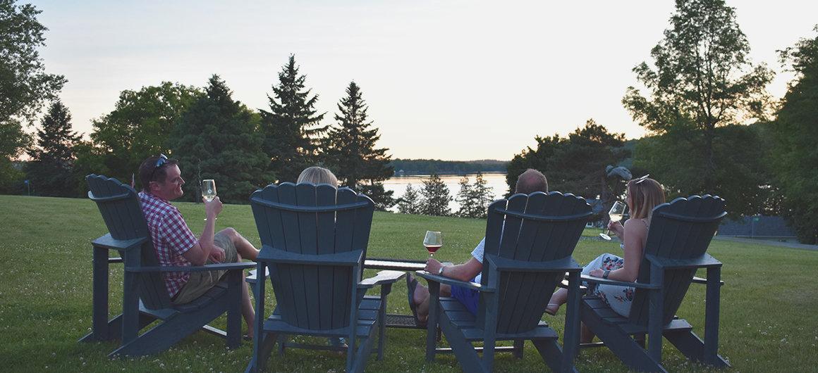 Cata de vinos en la Bodega Scheuermann en Westport, Canadá