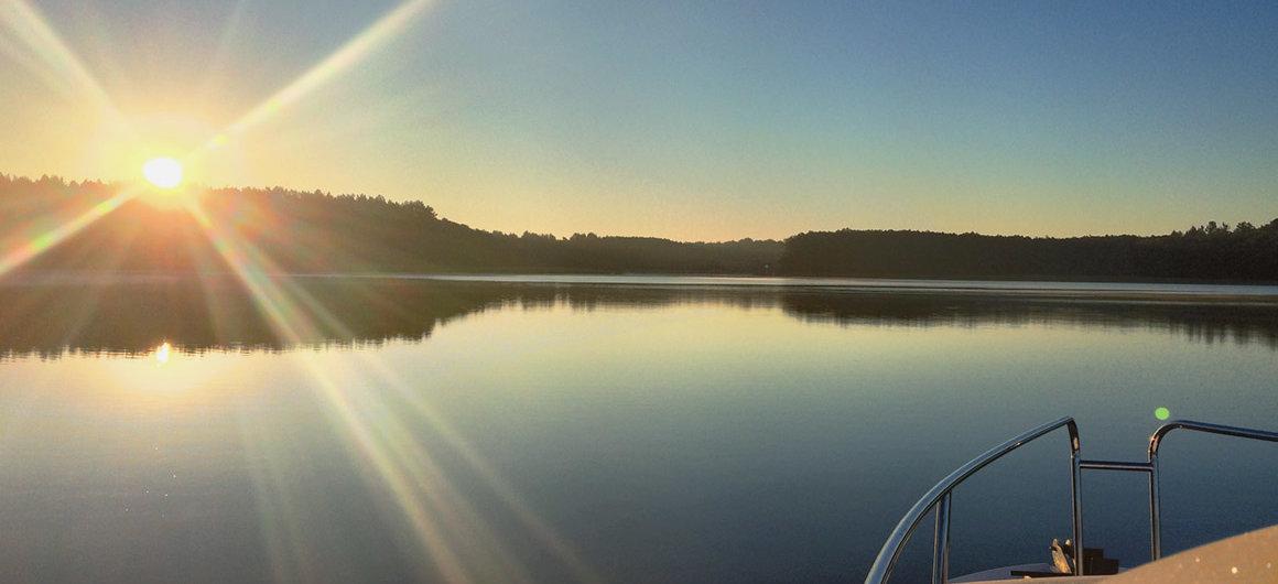 El Royal Mystique al atardecer, lago Müritz, Alemania