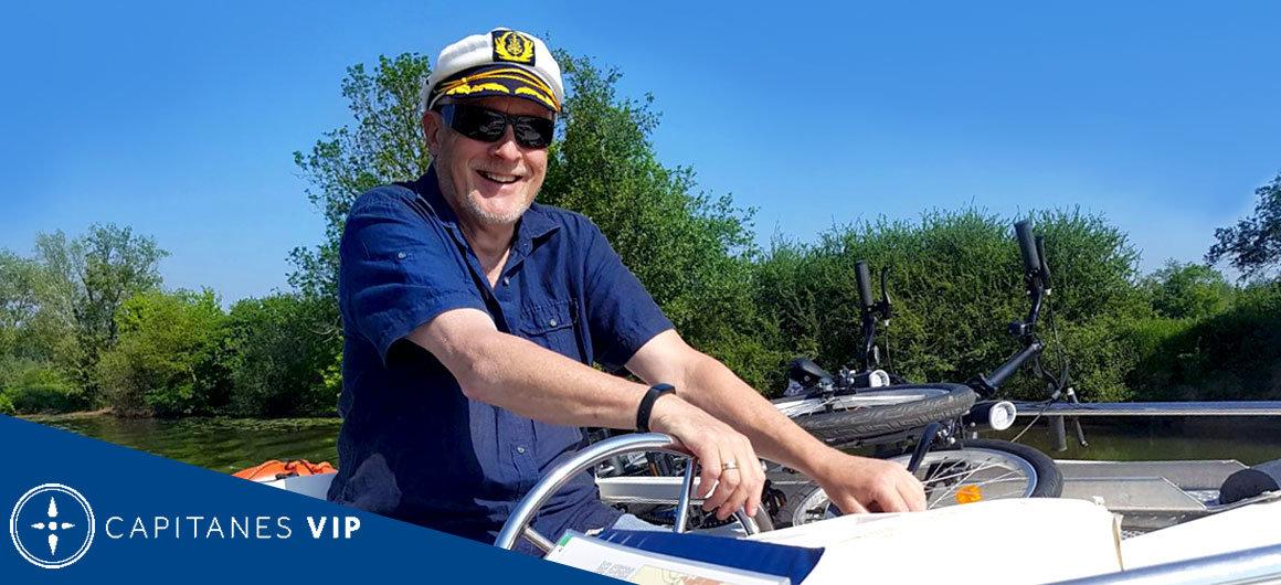 Capitán Charles disfrutando de la vida en Francia
