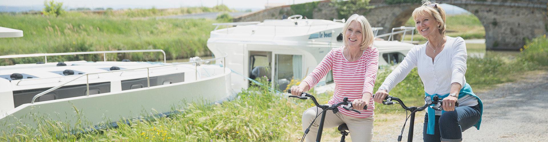 Bicicleta en el Midi con el barco Vision en el fondo